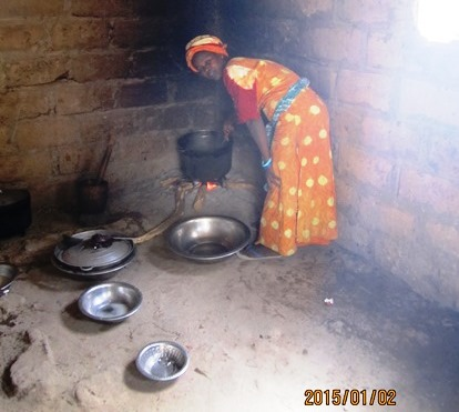 Khadija, a mother of four in a polygynous marriage, preparing salted peanuts.