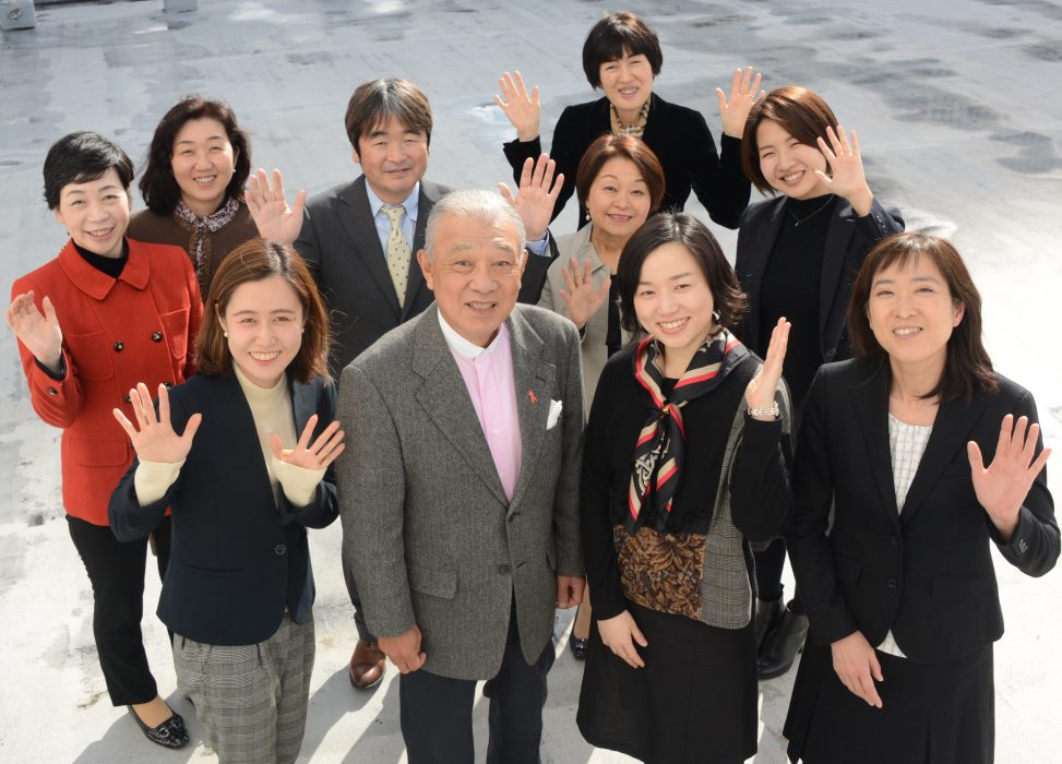 Sylff Association Chairman Yohei Sasakawa (first row, second from left), flanked (from left) by Aya Oyamada, Yue Zhang, and Yoko Kaburagi (director); (second row, from left) Sanae Oda (executive director), Yumi Arai, Keita Sugai, Mari Suzuki (director), Misa Tanaka, and Tomoko Yamada (behind Mari).